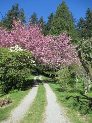 """Photo 2: 1308 BURNS Road in Gibsons: Gibsons & Area House for sale in """"Hopkins Landing"""" (Sunshine Coast)  : MLS®# R2583692"""