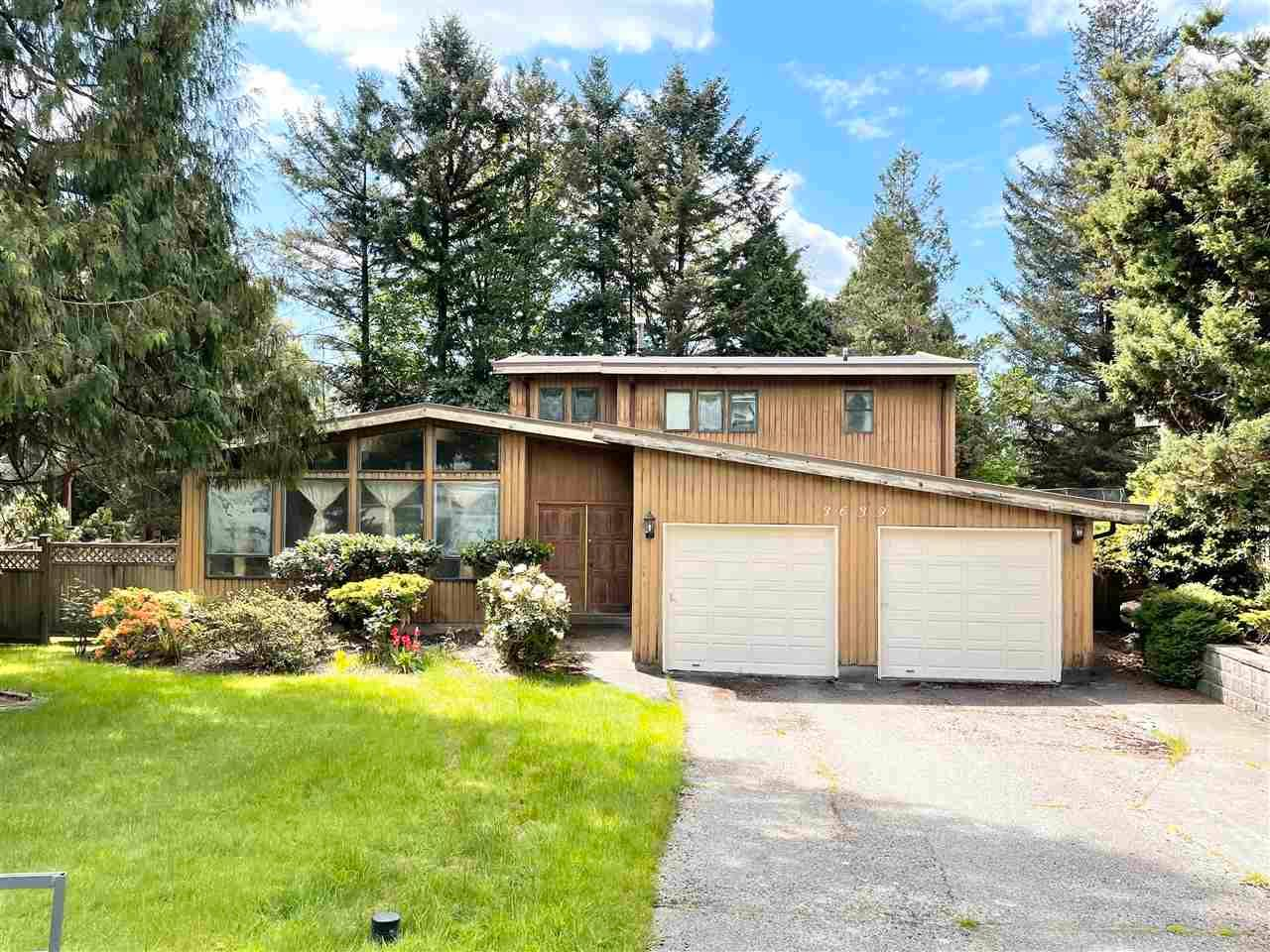 Main Photo: 3639 LYNNDALE Crescent in Burnaby: Government Road House for sale (Burnaby North)  : MLS®# R2577362