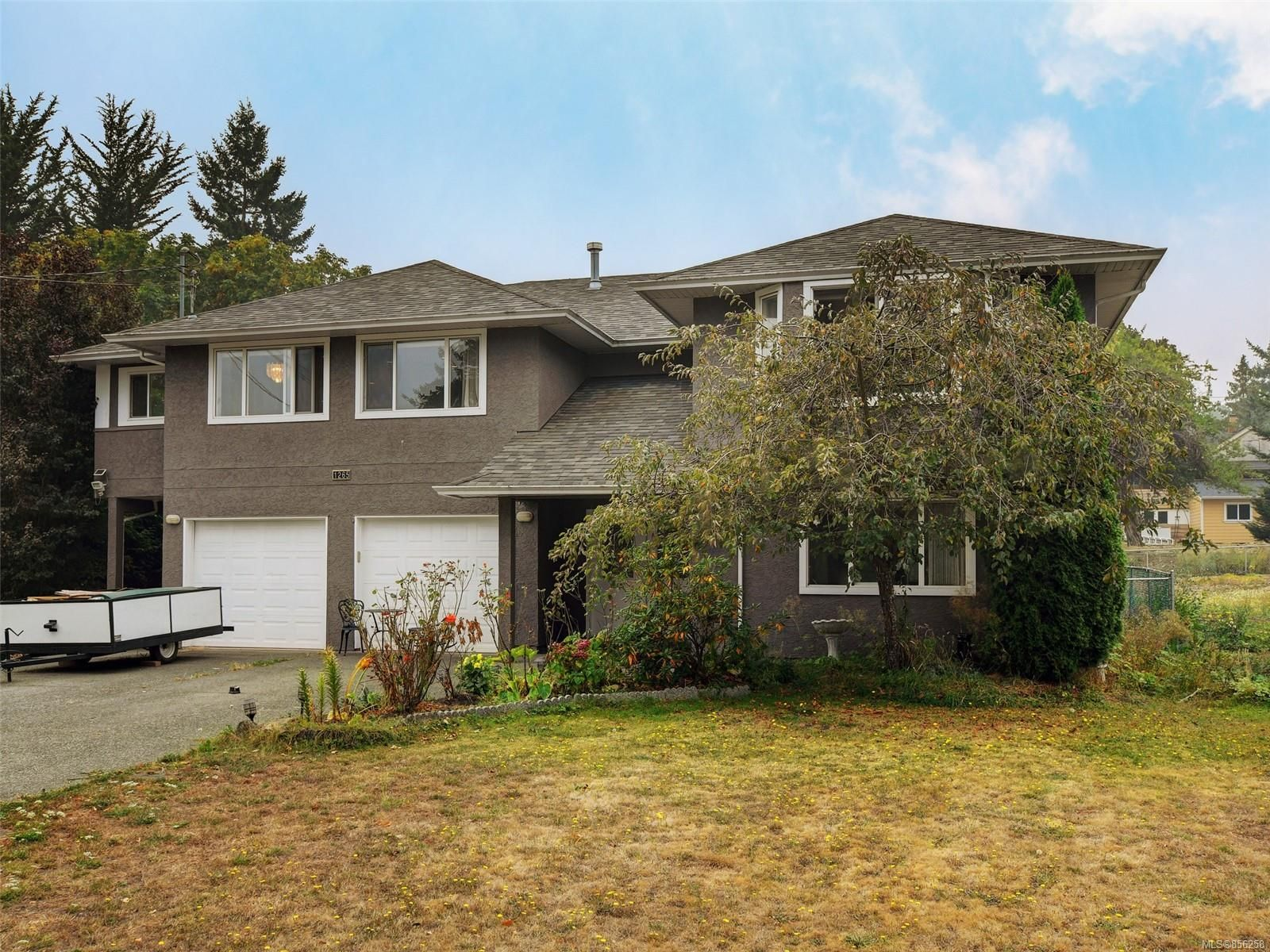 Main Photo: 1265 Dunsterville Ave in : SW Strawberry Vale House for sale (Saanich West)  : MLS®# 856258
