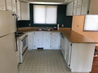 """Photo 4: 42 15875 20 Avenue in Surrey: King George Corridor Manufactured Home for sale in """"SEA RIDGE"""" (South Surrey White Rock)  : MLS®# R2300530"""