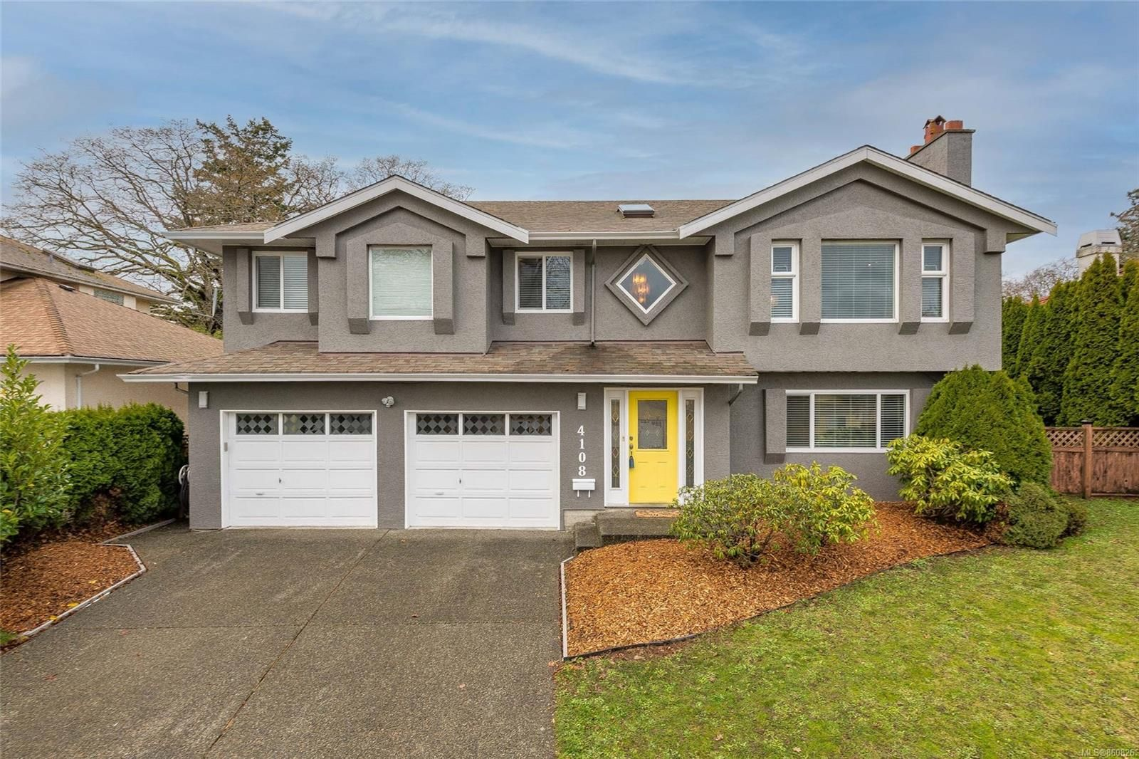 Main Photo: 4108 Larchwood Dr in : SE Lambrick Park House for sale (Saanich East)  : MLS®# 860826