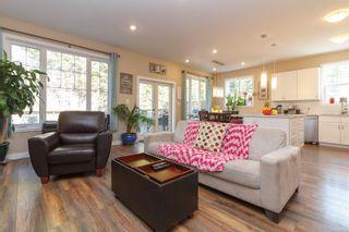 Photo 2: 1268/1270 Walnut St in : Vi Fernwood Full Duplex for sale (Victoria)  : MLS®# 865774