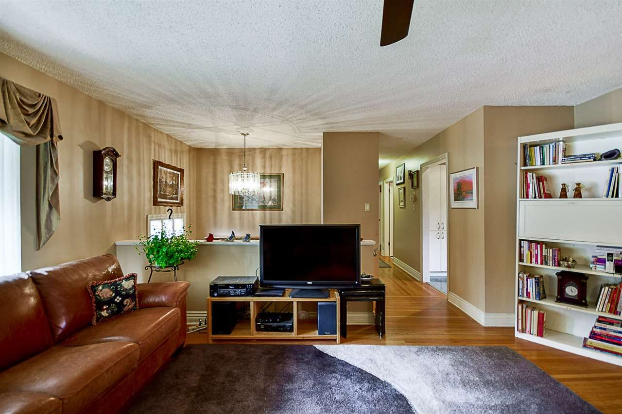 """Photo 4: Photos: 10969 86A Avenue in Delta: Nordel House for sale in """"Nordel"""" (N. Delta)  : MLS®# R2135057"""