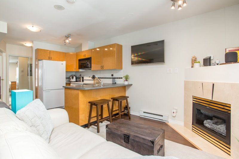 """Main Photo: 1210 939 HOMER Street in Vancouver: Yaletown Condo for sale in """"THE PINNACLE"""" (Vancouver West)  : MLS®# R2461082"""