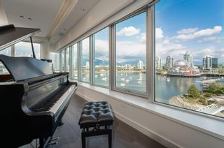 """Photo 10: 701 151 ATHLETES Way in Vancouver: False Creek Condo for sale in """"CANADA HOUSE ON THE WATER"""" (Vancouver West)  : MLS®# R2617164"""