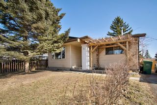 Photo 1: 14 Radcliffe Crescent SE in Calgary: Albert Park/Radisson Heights Detached for sale : MLS®# A1085056