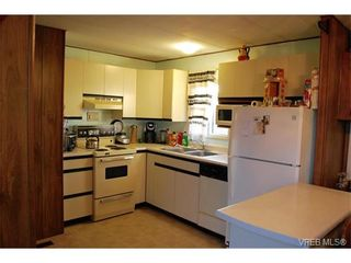 Photo 3: 36 1393 Craigflower Rd in VICTORIA: VR Glentana Manufactured Home for sale (View Royal)  : MLS®# 752982