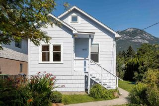 Photo 4: 38023 FIFTH Avenue in Squamish: Downtown SQ House for sale : MLS®# R2600547