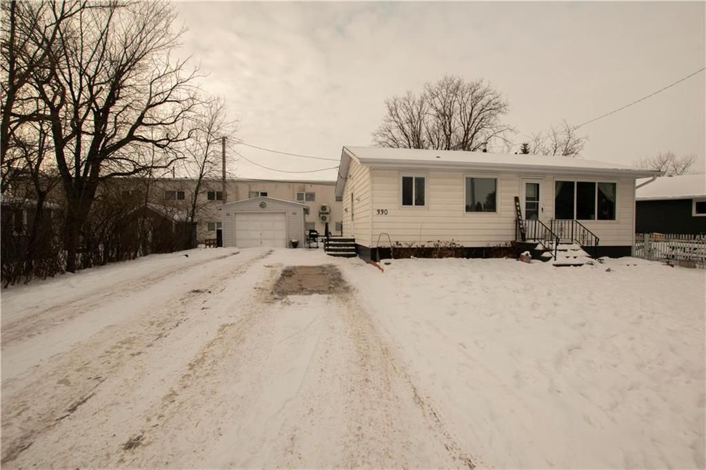 Main Photo: 330 FIFTH Street in Steinbach: Southwood Residential for sale (R16)  : MLS®# 202102460