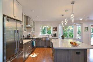 """Photo 9: 863 INGLIS Road in Gibsons: Gibsons & Area House for sale in """"Oceanmount"""" (Sunshine Coast)  : MLS®# R2618699"""