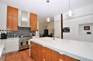 Photo 5: 110 35 Street NW in Calgary: Parkdale House for sale : MLS®# C4123515