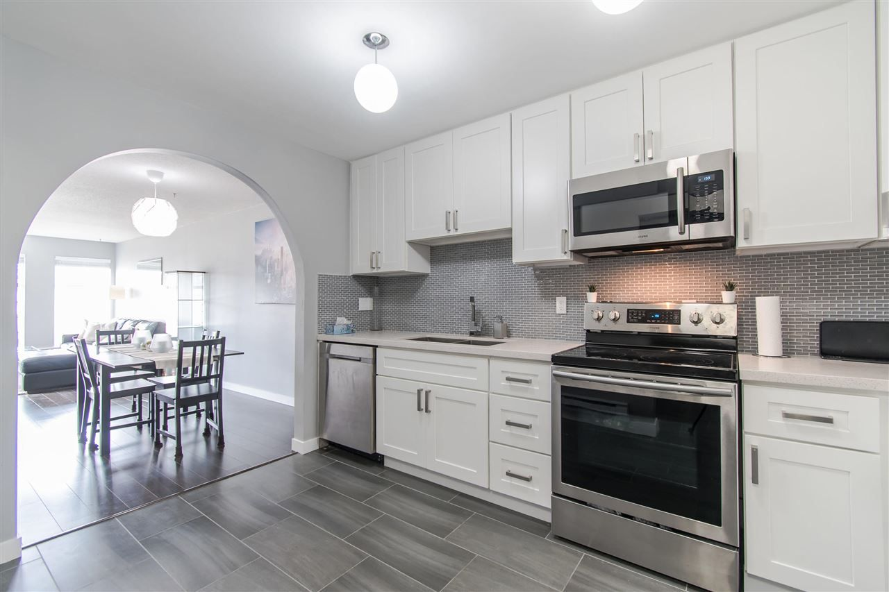 "Main Photo: 408 1655 GRANT Avenue in Port Coquitlam: Glenwood PQ Condo for sale in ""THE BENTON"" : MLS®# R2364021"