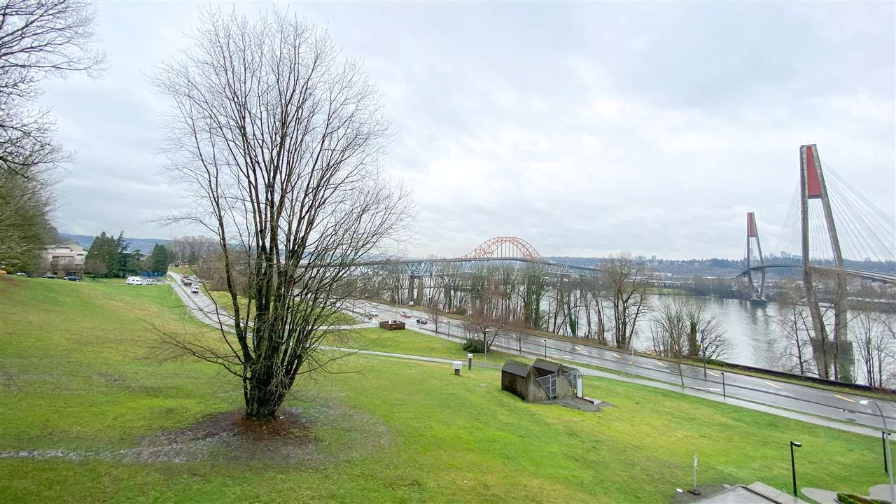 """Main Photo: 404 31 ELLIOT Street in New Westminster: Downtown NW Condo for sale in """"Royal Albert"""" : MLS®# R2535793"""