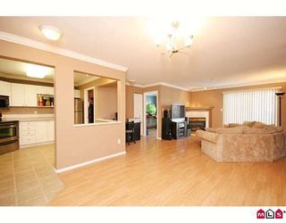 """Photo 3: 404 20189 54TH Avenue in Langley: Langley City Condo for sale in """"CATALINA GARDENS"""" : MLS®# F2909266"""