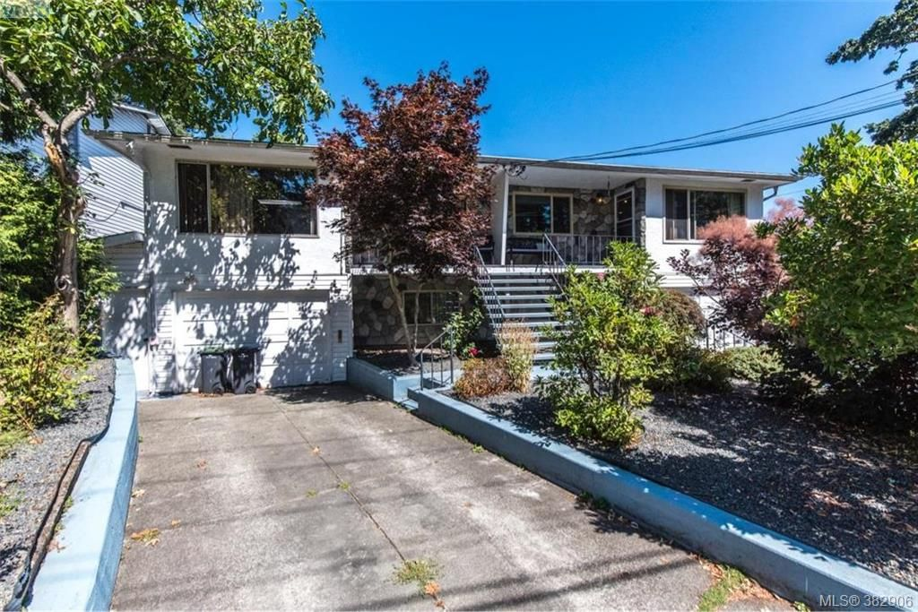 Main Photo: 1174 Craigflower Rd in VICTORIA: Es Kinsmen Park Full Duplex for sale (Esquimalt)  : MLS®# 769477