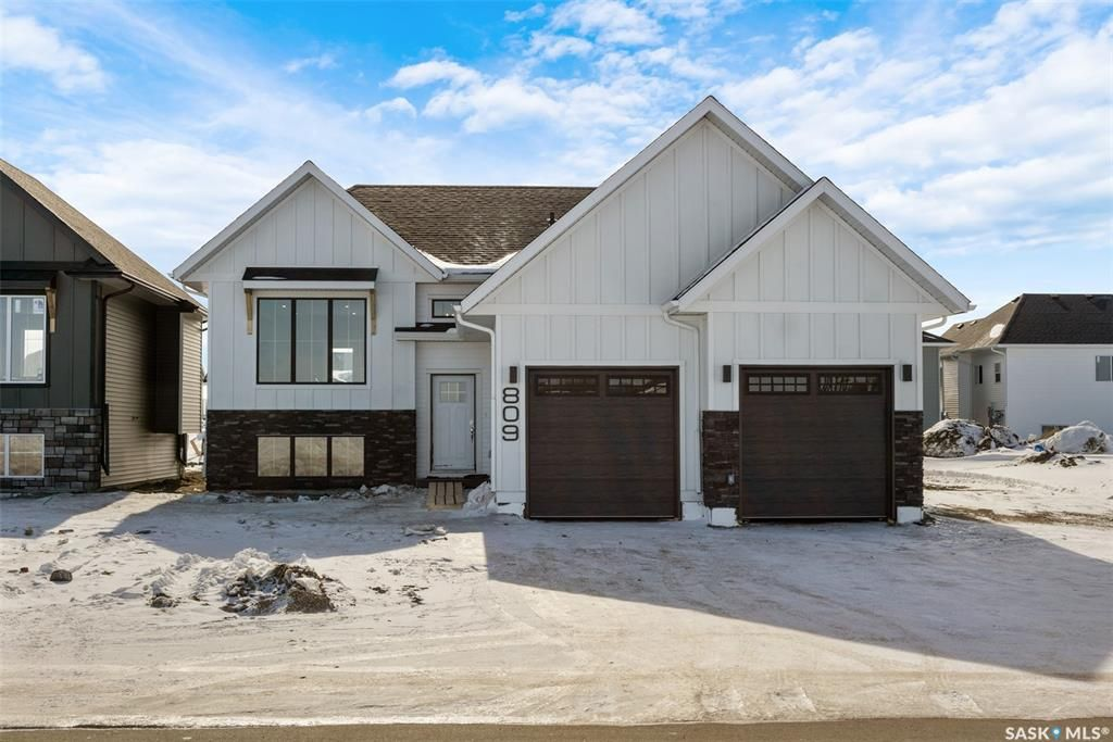 Main Photo: 809 Weir Crescent in Warman: Residential for sale : MLS®# SK837284