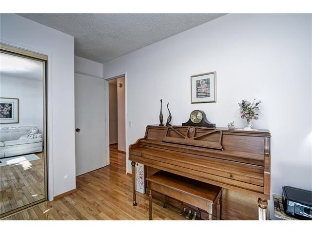 Photo 28: Photos: 210 OAKMOOR Place SW in Calgary: Oakridge House for sale : MLS®# C4091579