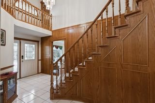 Photo 3: 927 Shawnee Drive SW in Calgary: Shawnee Slopes Detached for sale : MLS®# A1123376