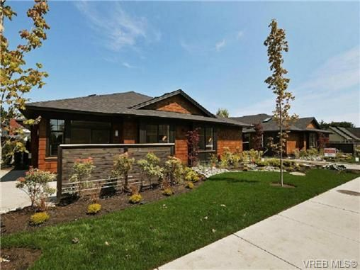 Main Photo: 5 2340 Oakville Ave in VICTORIA: Si Sidney South-East Row/Townhouse for sale (Sidney)  : MLS®# 700983