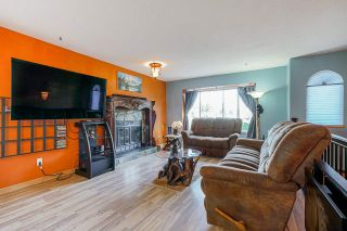 Photo 3: R2571404 - 2953 FLEMING AVE, COQUITLAM HOUSE