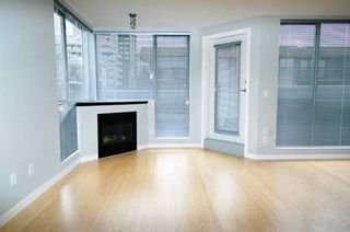 "Photo 2: 122 E 3RD Street in North Vancouver: Lower Lonsdale Condo for sale in ""THE SAUSALITO"" : MLS®# V622210"