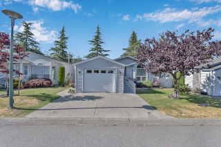 """Photo 2: 39 2345 CRANLEY Drive in Surrey: King George Corridor Manufactured Home for sale in """"LA MESA"""" (South Surrey White Rock)  : MLS®# R2601872"""