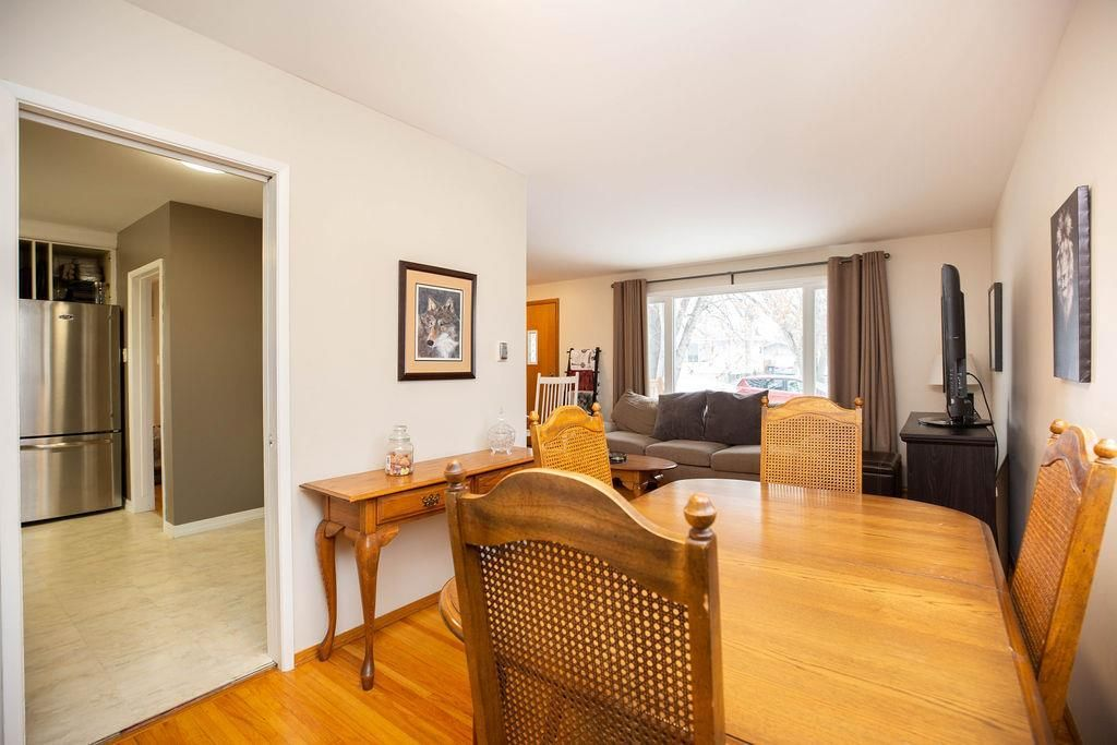 Photo 6: Photos: 61 Vincent Massey Boulevard in Winnipeg: Windsor Park Residential for sale (2G)  : MLS®# 202005748