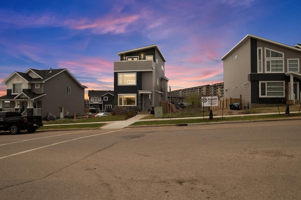 Close-up of this fully developed, modern 3-storey home!
