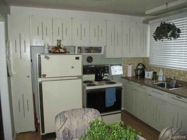 Photo 7: Photos:  in WINNIPEG: Transcona Residential for sale (North East Winnipeg)  : MLS®# 1402119