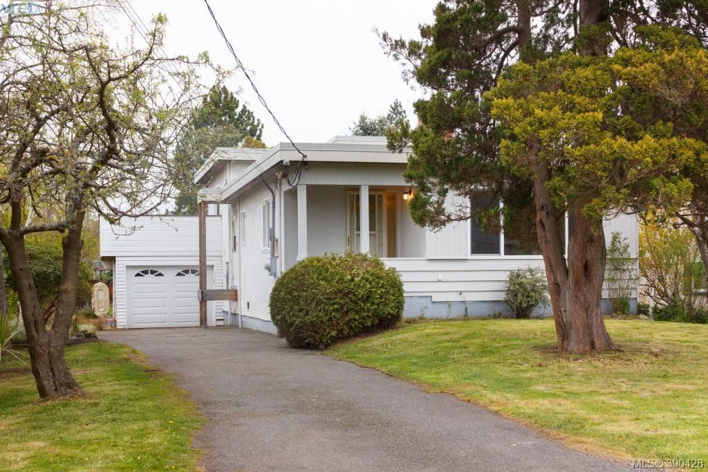 Main Photo: 1940 Carrick St in VICTORIA: SE Camosun House for sale (Saanich East)  : MLS®# 784685