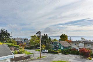 Photo 1: 14659 W BEACH Avenue: White Rock House for sale (South Surrey White Rock)  : MLS®# R2344837