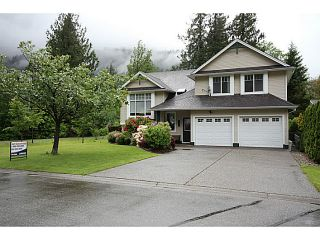 Photo 1: 457 NAISMITH Avenue: Harrison Hot Springs House for sale : MLS®# H1402138