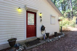 Photo 3:  in : Anglemont House for sale (North Shuswap)  : MLS®# 10239335