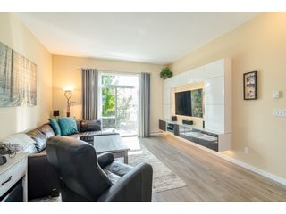 """Photo 2: 42 18681 68 Avenue in Surrey: Clayton Townhouse for sale in """"CREEKSIDE"""" (Cloverdale)  : MLS®# R2400985"""