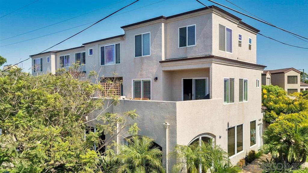Main Photo: PACIFIC BEACH Condo for sale : 2 bedrooms : 1605 Emerald St in San Diego