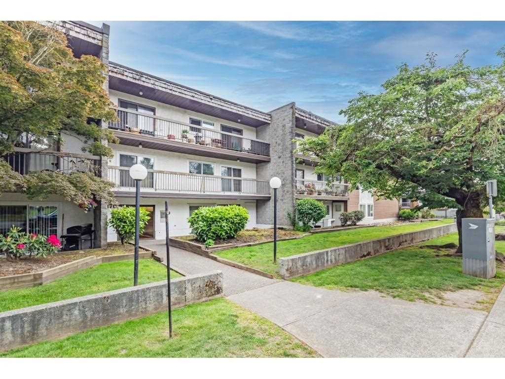 """Main Photo: 209 33870 FERN Street in Abbotsford: Central Abbotsford Condo for sale in """"Fernwood Mannor"""" : MLS®# R2580855"""
