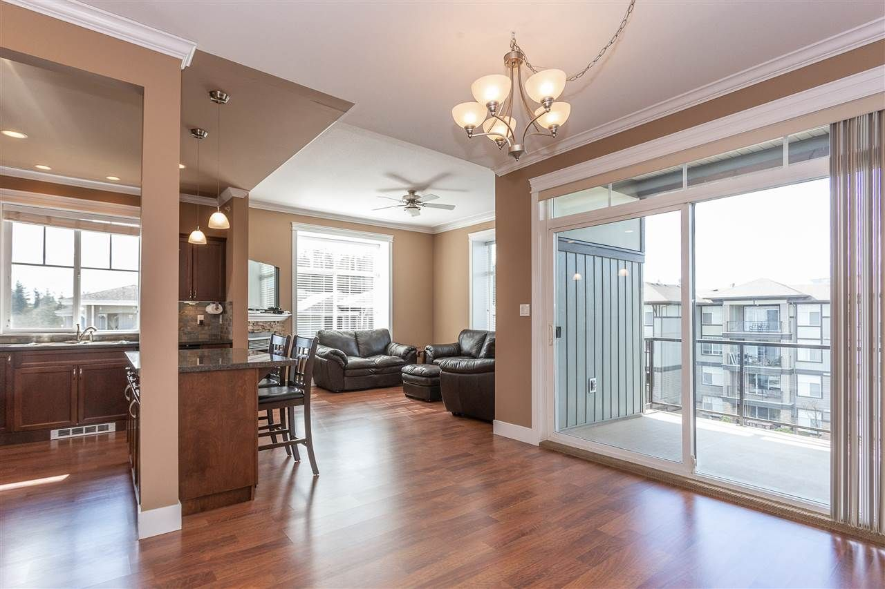 """Photo 5: Photos: 409 33338 MAYFAIR Avenue in Abbotsford: Central Abbotsford Condo for sale in """"The Sterling"""" : MLS®# R2346998"""