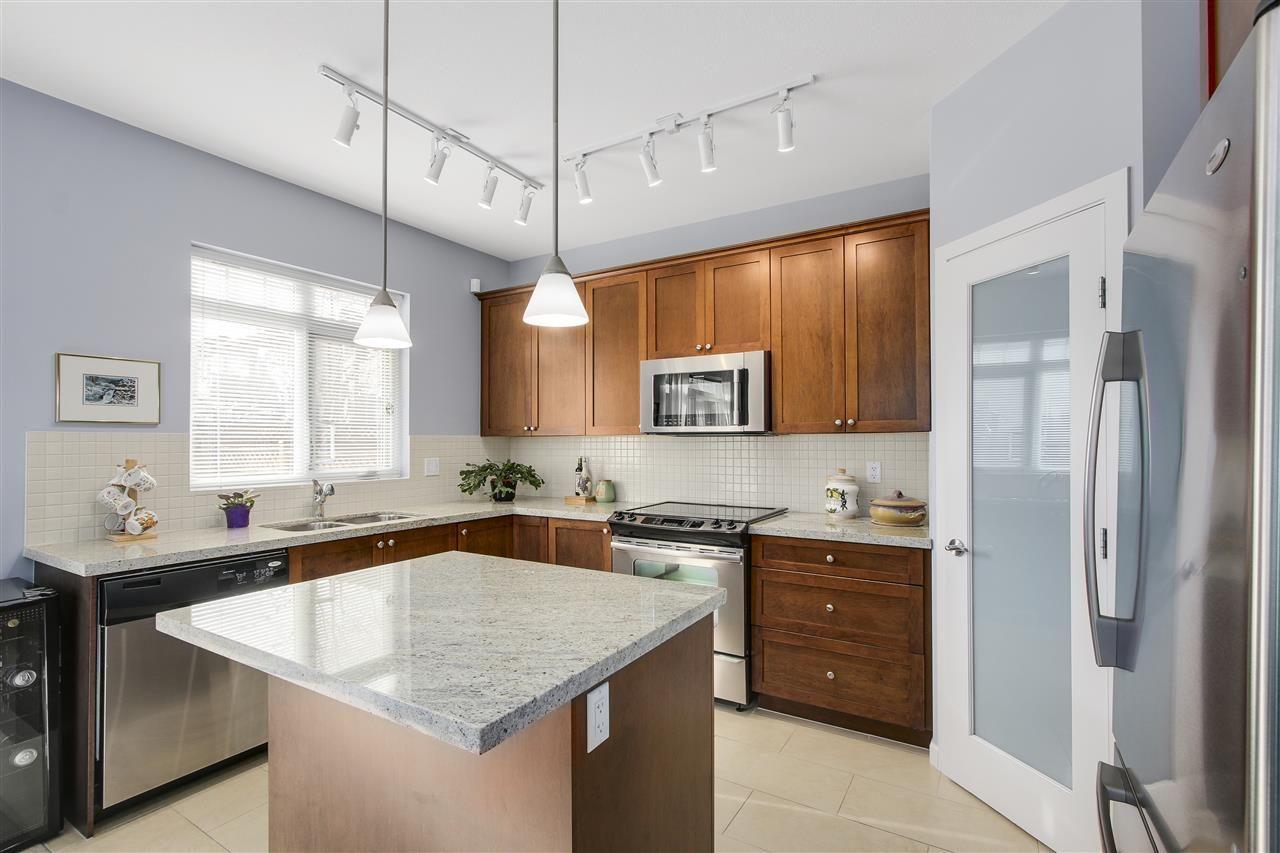 "Photo 6: Photos: 24110 HAWKINS Avenue in Maple Ridge: Albion House for sale in ""MAINSTONE CREEK"" : MLS®# R2140724"