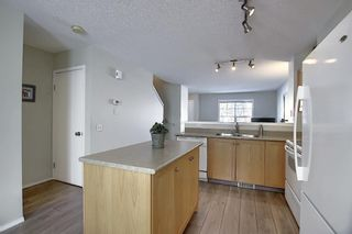 Photo 10: 52 Elgin Gardens SE in Calgary: McKenzie Towne Row/Townhouse for sale : MLS®# A1069122