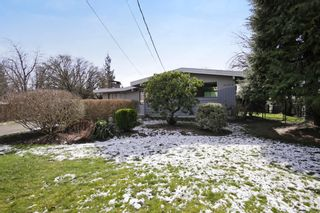 Photo 1: 2360 CRESCENT Way in Abbotsford: Central Abbotsford House for sale : MLS®# R2242278