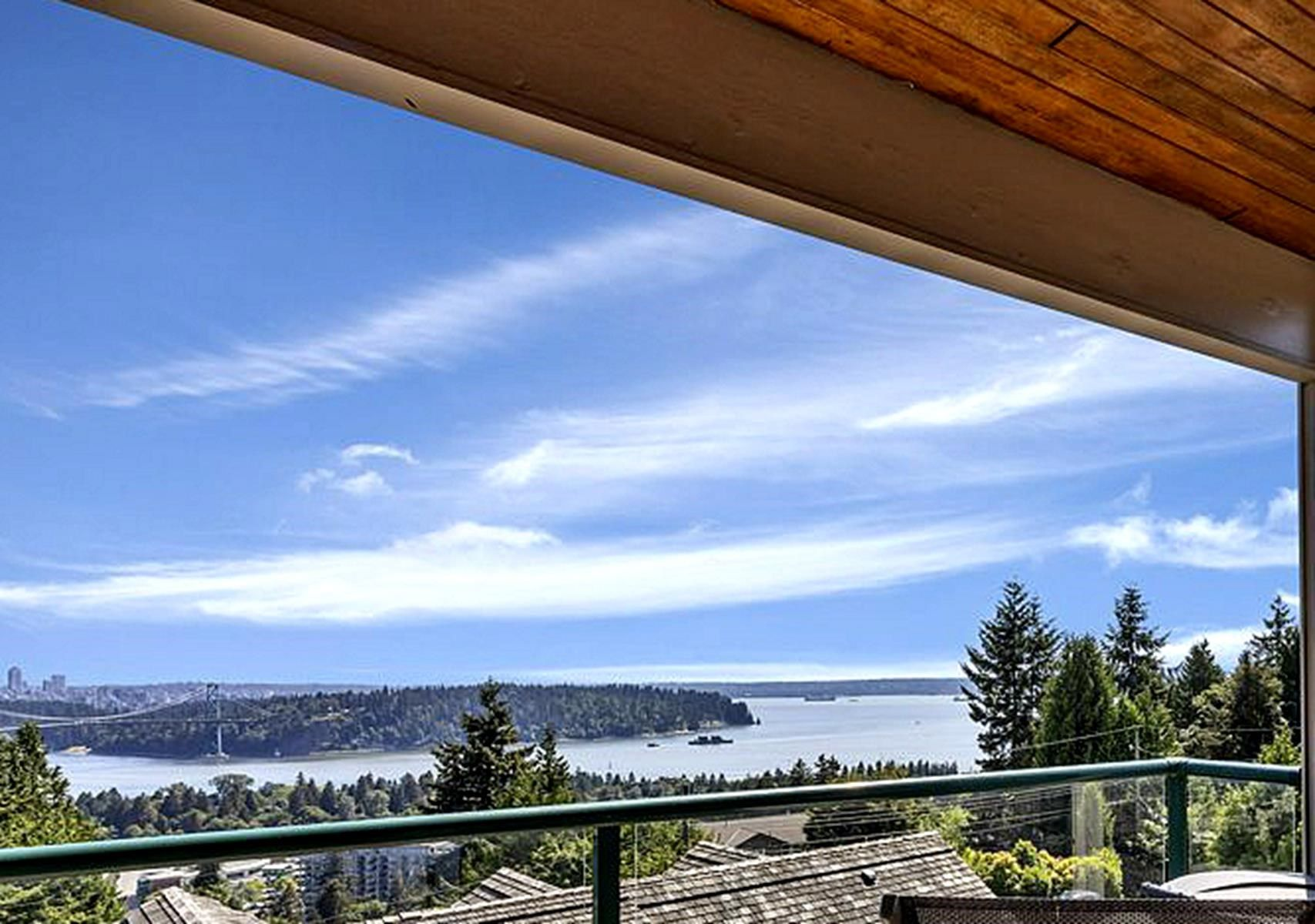 Main Photo: 960 YOUNETTE Drive in West Vancouver: Sentinel Hill House for sale : MLS®# R2599319