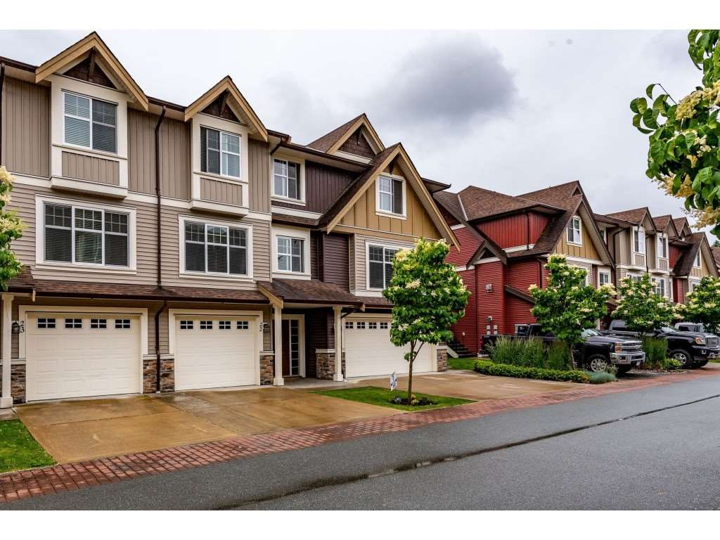 """Main Photo: 22 9750 MCNAUGHT Road in Chilliwack: Chilliwack E Young-Yale Townhouse for sale in """"PALISADE PLACE"""" : MLS®# R2463927"""