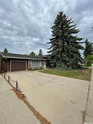 Photo 1: 817 Marr Avenue in Saskatoon: Massey Place Residential for sale : MLS®# SK859438
