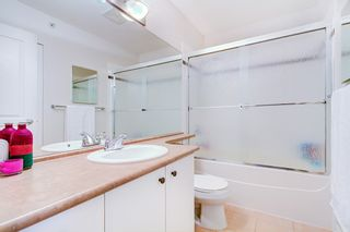 """Photo 8: 38 7488 SOUTHWYNDE Avenue in Burnaby: South Slope Townhouse for sale in """"LEDGESTONE I"""" (Burnaby South)  : MLS®# R2347709"""