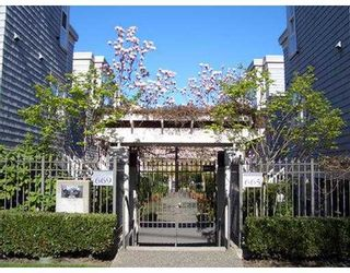 """Photo 2: 669 W 7TH Ave in Vancouver: Fairview VW Townhouse for sale in """"THE IVYS"""" (Vancouver West)  : MLS®# V634857"""