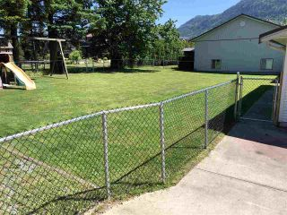 Photo 3: 646 ARNOLD Road in Abbotsford: Sumas Prairie House for sale : MLS®# R2459035