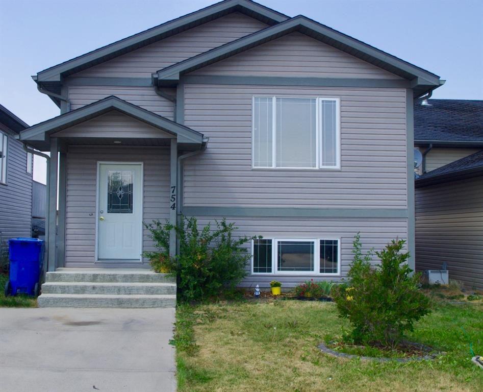 Main Photo: For Sale: 754 Blackfoot Terrace W, Lethbridge, T1K 7W4 - A1133900
