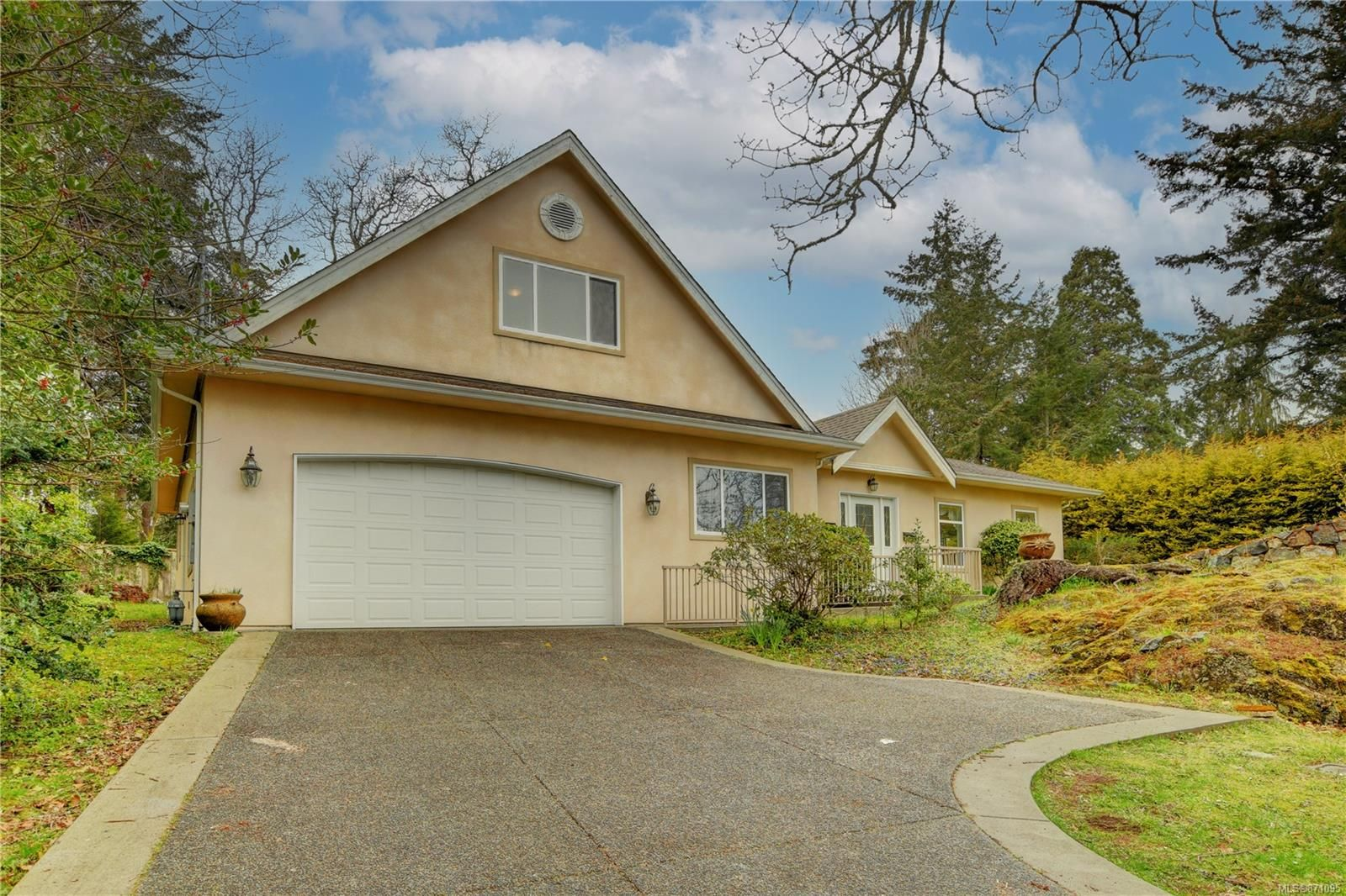 Main Photo: 4146 Cedar Hill Rd in : SE Mt Doug House for sale (Saanich East)  : MLS®# 871095
