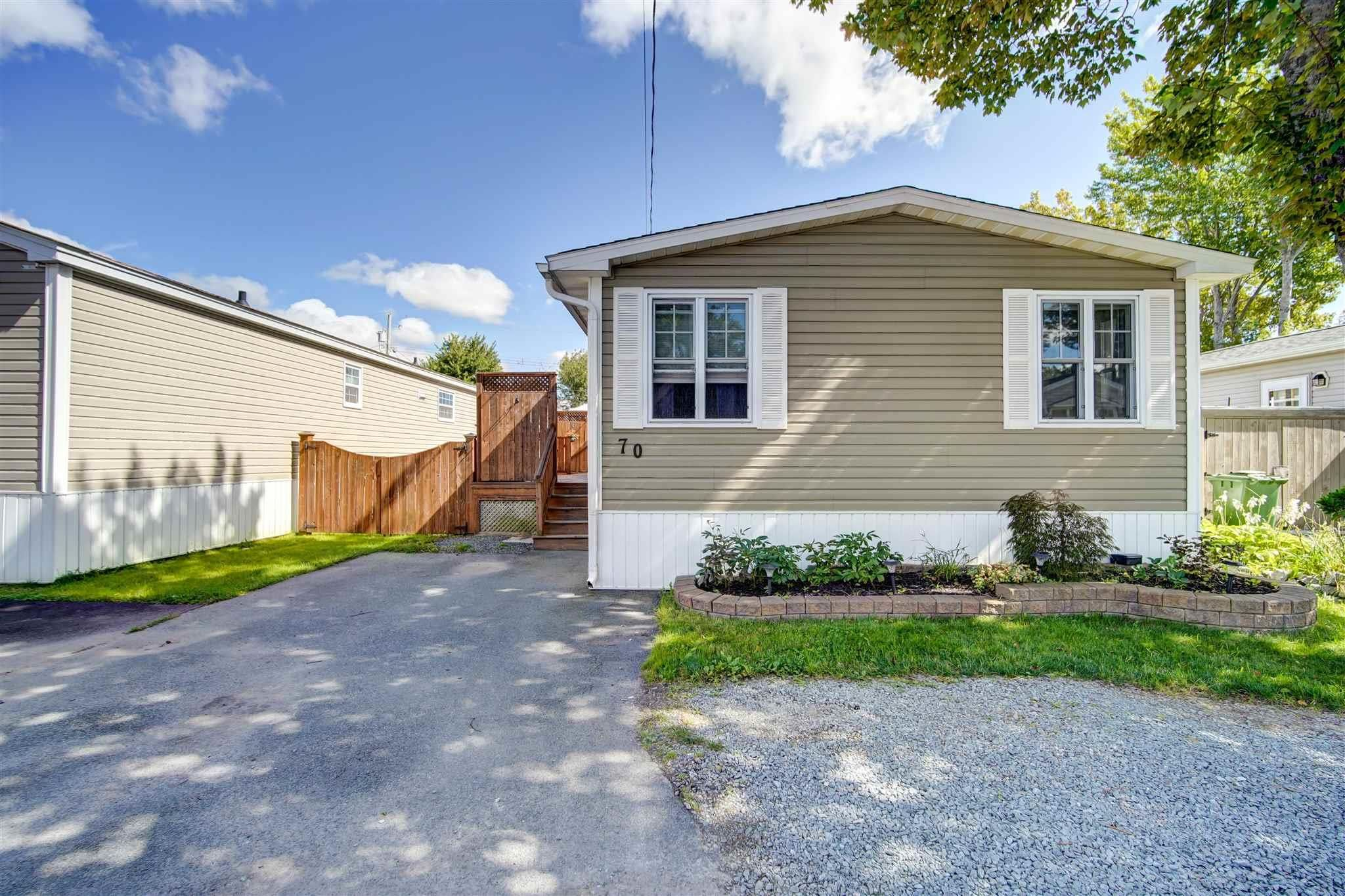 Main Photo: 70 Glenda Crescent in Fairview: 6-Fairview Residential for sale (Halifax-Dartmouth)  : MLS®# 202123737