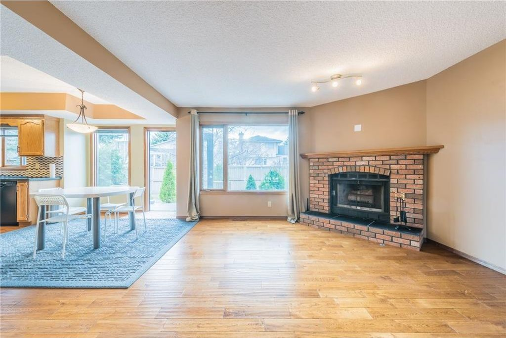 Photo 6: Photos: 25 Shannon Green SW in Calgary: Shawnessy House for sale : MLS®# C4140959